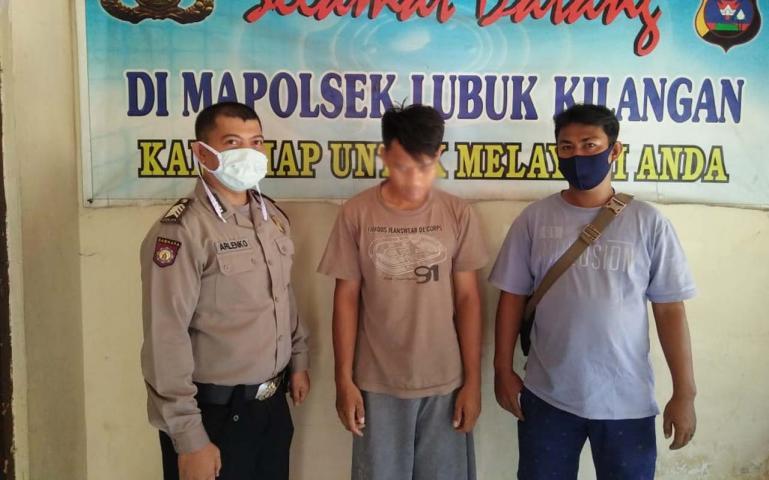 Tersangka Sam Islami, pencuri besi milik PT Semen Padang yang berhasil ditangkap jajaran Polsek Luki, Selasa (9/6).(Dok : Istimewa)