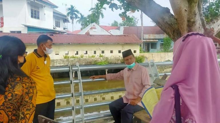 Wali Kota Pariaman, Genius Umar saat sidak pengerjaan proyek  Water Front City Batang Air Pampan, Jumat (28/5). (Dok : Istimewa)