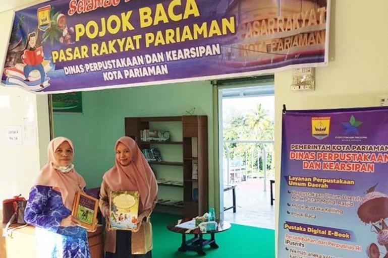 Dinas Perpustakaan dan Kearsipan Kota Pariaman hadirkan pojok baca di pasar rakyat Kota Pariaman. (Dok : Istimewa)