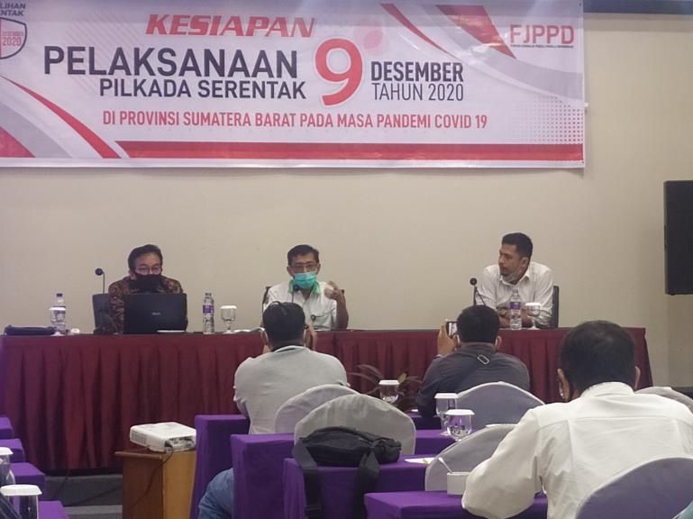 Diskusi menyangkut Pilkada Sumbar 2020 di masa pandemi yang digelar FJPPD Sumbar, Kamis (23/7). (Foto : Amz)