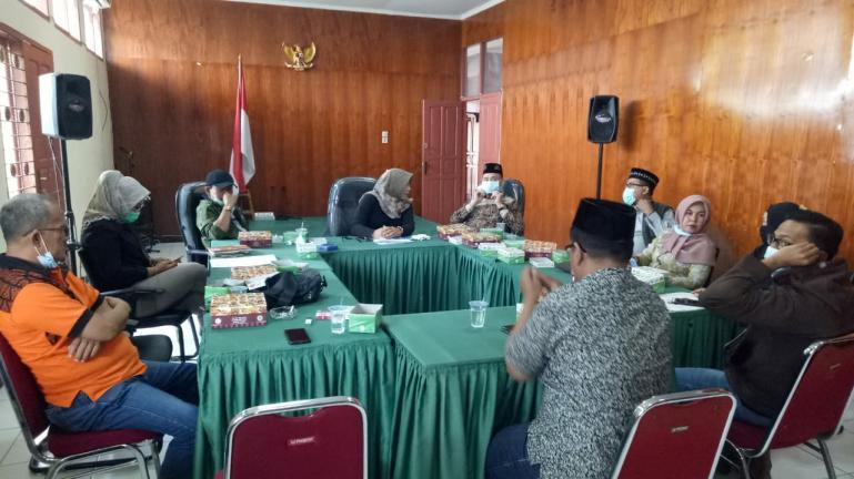 Rombongan KI Riau saat temu ramah dan diskusi dengan komisioner KI Sumbar di Padang, Kamis (10/12). (Dok : Istimewa)