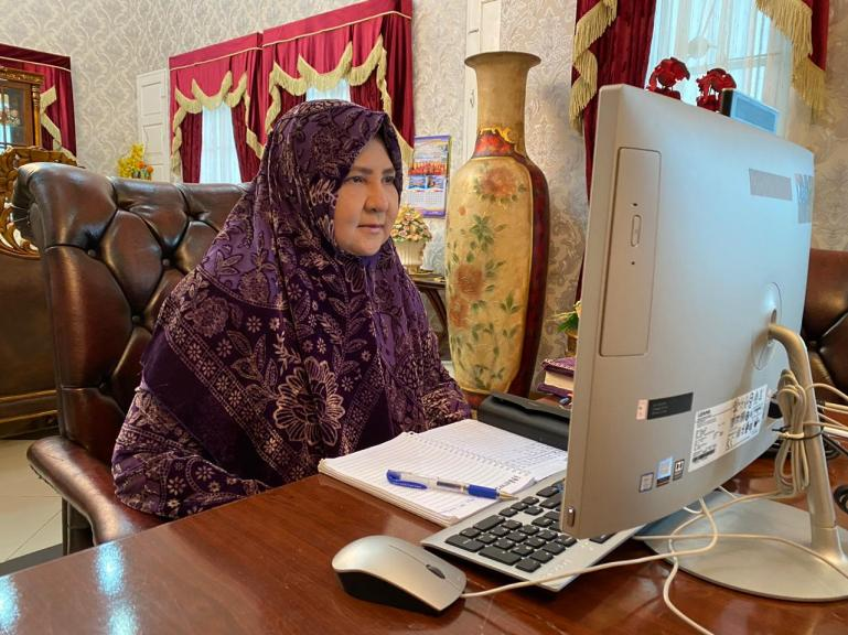 Anggota DPR RI Komisi VI, Nevi Zuairina saat RDPU virtual dengan pihak  PT XL Axiata dan PT Indosat, di Padang, Selasa (12/5). (Foto : Istimewa)