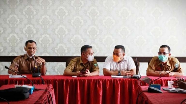 Komisiner KI Sumbar, Adrian Tuswandi saat beri materi pada workshop PPID utama dan pembantu di Kabupaten Padangpariaman, Selasa (22/6). (Dok : Istimewa)