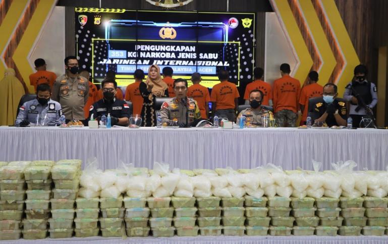 Kapolda Aceh Irjen Pol Wahyu Widada M Phil dalam Konferensi pers terkiat penangkapan 353 kg sabu di Aula Serba Guna Mapolda Aceh, Kamis (11/2). (Dok : Istimewa)