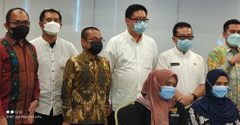 Para informan ahli saat mengikuti FGD IKIP Sumbar bersama Pokja IKIP Nasional di salah hotel di Kota Padang, Jumat (23/4)). (Dok : Istimewa)