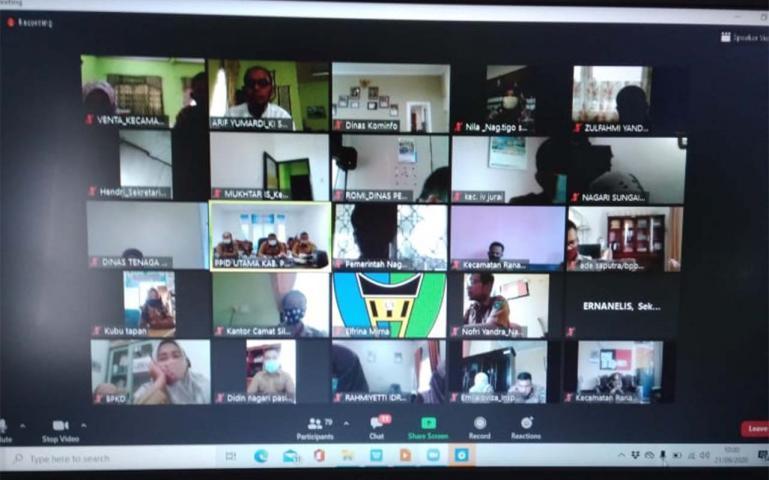 Kegiatan PPID Utama Pemkab Pessel saat lakukan monev secara virtual, di Painan, Senin (21/9). (Dok : Istimewa)