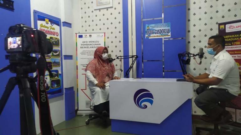 Sekretaris LKAAM Kota Pariaman, Priyaldi saat podcast di studio Gandoriah Diskominfo Kota Pariaman, Rabu (22/9). (Dok : Istimewa)