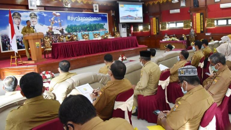 Sejumlah kepala OPD di Pariaman mendengarkan arahan Wali Kota Genius Umar dalam forum OPD yang dilaksanakan Bappeda setempat, Senin (5/4). (Dok : Istimewa)