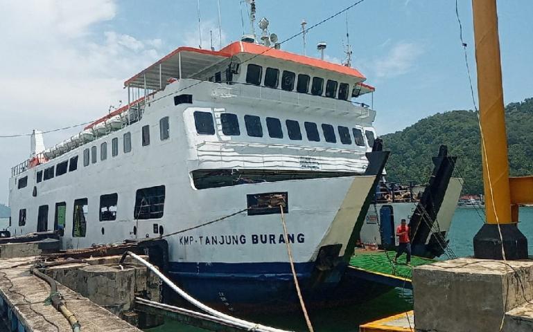 PT ASDP Padang datangkan KMP Tanjung Burang untuk menambah frekuensi pelayaran antar Padang dan Mentawai. (Dok : Istimewa)