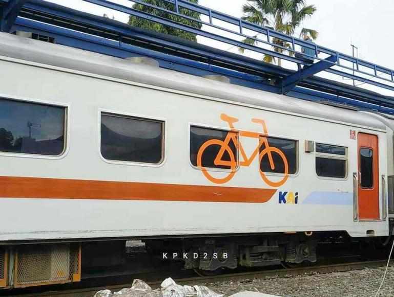 Salah satu gerbong yang disiapkan PT KAI Sumbar untuk sepeda bagi masyarakat yang akan bersepeda di Pariaman, Kamis (10/6). (Dok : Istimewa)