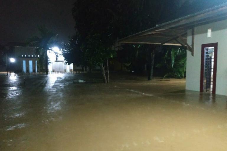 Rabu Siang hingga Malam Hujan Guyur Kota Padang