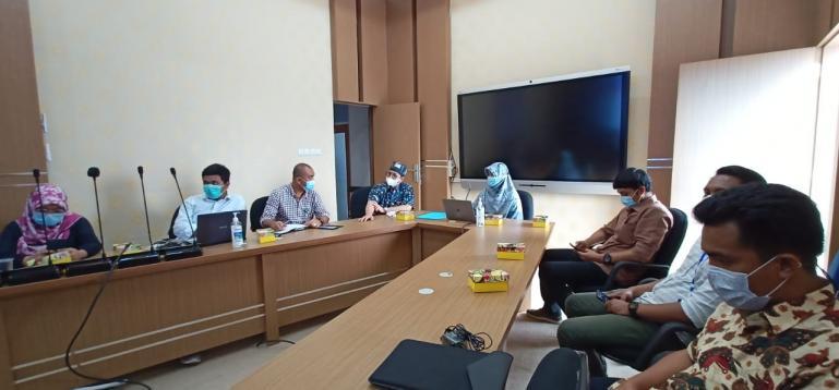 Jajaran manajemen RSUP Dr M Djamil Padang saat sosialisasi Absensi Online (Abon) di Command Center Diskominfo Sumbar, Jumat (29/1) kemarin. (Dok : Istimewa)