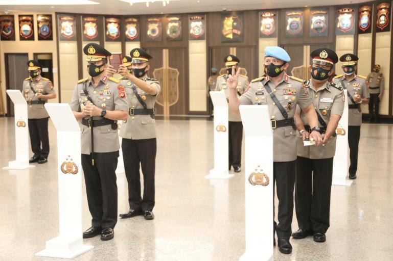 Prosesi Sertijab delapan Kapolda baru dilakukan Kapolri Jenderal Idham Azis, Jumat (20/11). (Dok : Istimewa)