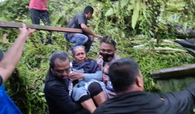 Hujan Badai Landa Ulakan Tapakis Satu Warga Tewas Tertimpa Pohon,Tiga lainnya Luka-luka