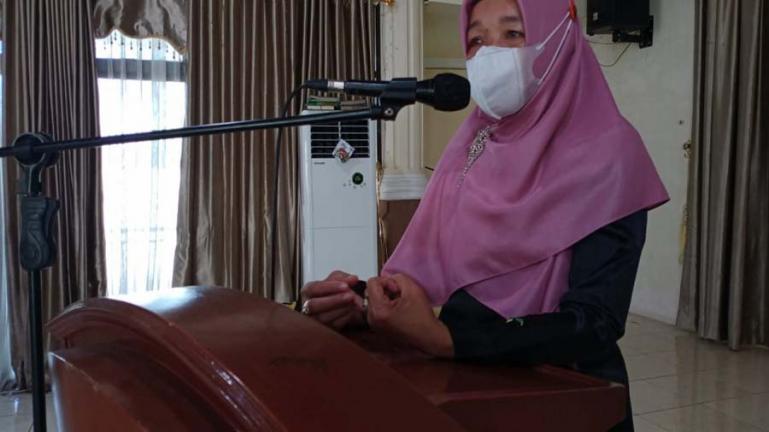 Kadis Kesehatan Kota Pariaman, Nazifah saat membuka pelaksanaan sekolah komunikasi lansia di kota itu, Sabtu (3/7). (Dok : Istimewa)