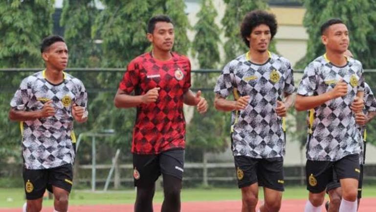 Pemain Semen Padang FC saat jalani latihan ringan beberapa waktu lalu. (Foto: Istimewa)