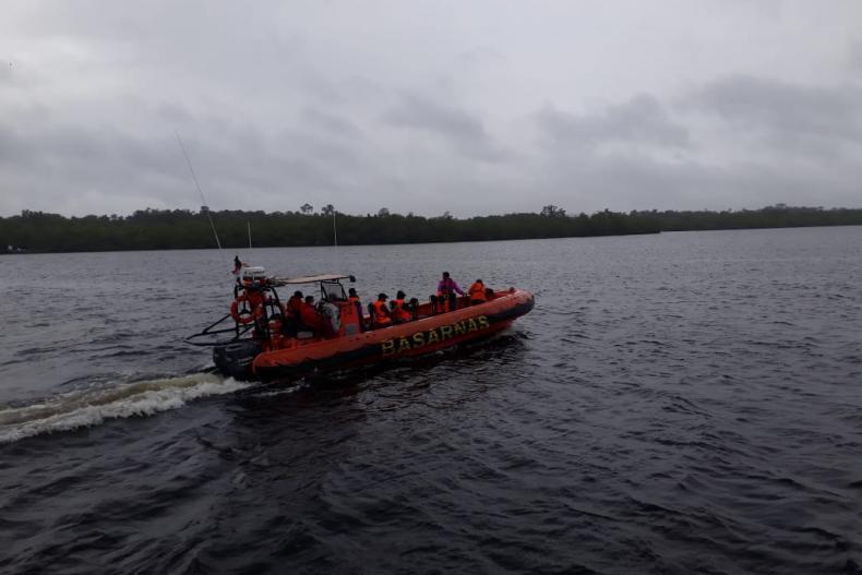 TIM SAR dan Warga Lakukan Pencarian Seorang Nelayan Sikabaluan Hilang Kontak di Perairan Mentawai (Dok : Basarnas Mentawai)