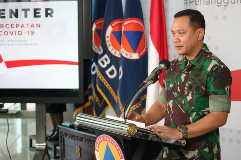 Kolonel Aditya Nindra saat beri keterangan penyaluran APD di Graha BNPB, Jakarta, Jumat (27/3). (Foto : Dok. Pusat Data BNPB)