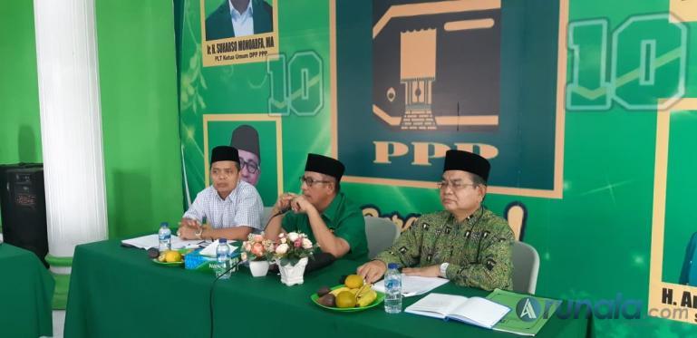 Kader PPP Sumbar bersama unsur pimpinan DPW rapat bahas Gerakan Peduli Covid-19, Sabtu malam. (Foto : Amz)