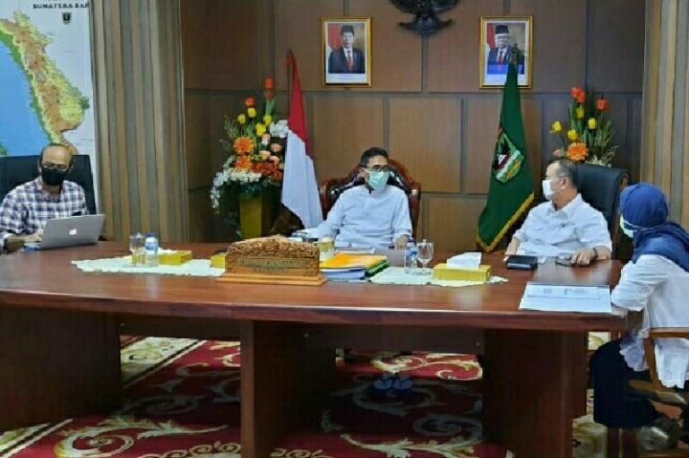 Gubernur Sumbar Irwan Prayitno saat Rapat Virtual dengan bupati dan wali kota se Sumbar, Kamis (28/5). (Dok : Istimewa)