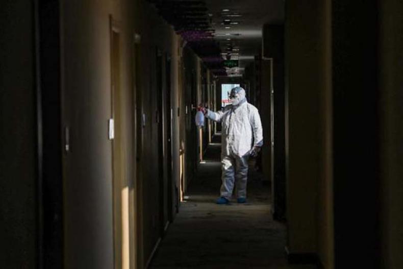 Ilustrasi karantina pasien virus corona. (Foto: STR / AFP / cnnindonesia.com)