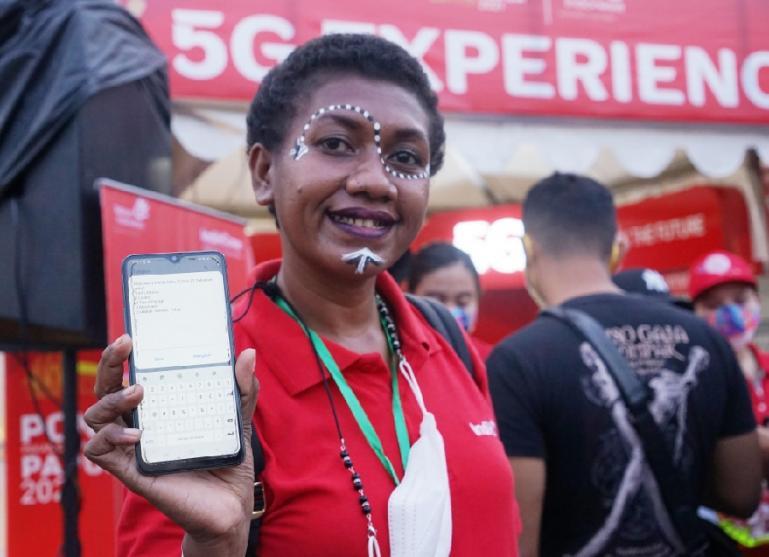 Telkomsel menjadi yang pertama menghadirkan jaringan 5G di Bumi Cenderawasih melalui showcase 'Telkomsel 5G Experience Center' pada momentum PON XX Papua 2021 di Stadion Lucas Enembe Papua. (Dok : Istimewa)