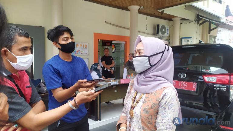 Ketua KPU Sumbar terpilih Yanuk Sri Mulyani saat diwawancari wartawan beberapa waktu lalu. (Dok : Arunala.com)