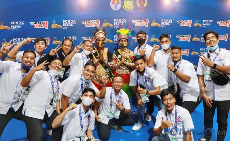 Kontingen Sumbar dari cabor Cricket untuk PON XX Papua tiba di Sentani Kabupaten Jayapura, Rabu (22/9). (Foto : Can)