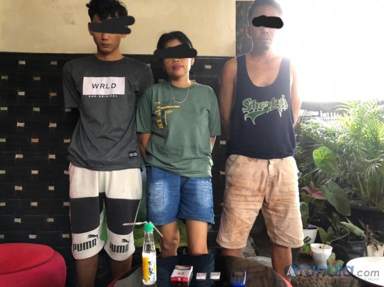 Tiga pengguna sabu yang ditangkap Tim Sapu Jagad Satresnarkoba Pessel, di Tapan, Sabtu (20/2). (Foto : Rio)