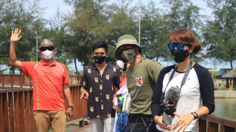 Tim survey dari Kemenparekraf saat mengunjungi salah satu tempat wisata di Kota Pariaman, Minggu (14/3). (Dok : Istimewa)