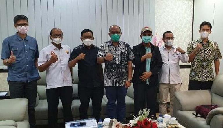 Timsel KPID Sumbar saat audensi dengan Ketua DPRD Sumbar, Supardi di ruang kerjanya, Senin (5/7). (Dok : Istimewa)