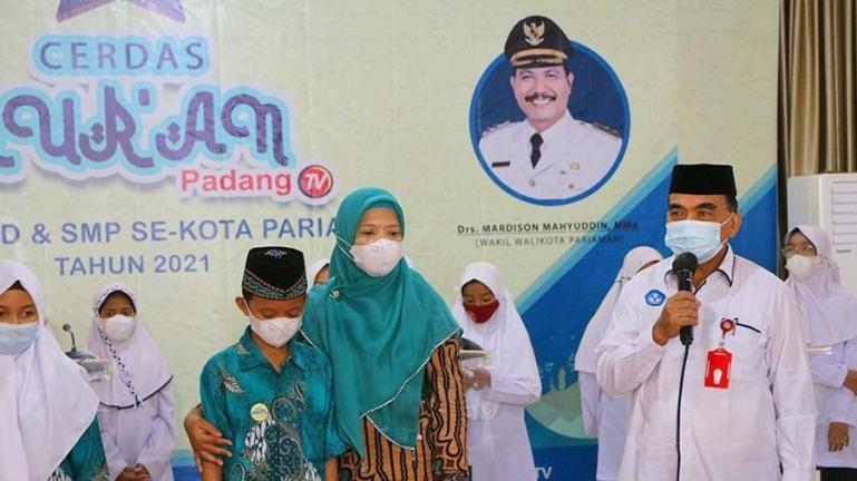 Kepala Disdikpora Kota Pariaman, Kanderi saat membuka lomba Cerdas Quran tingkat SD dan SMP se Kota Pariaman, Rabu (22/9). (Dok : Istimewa)