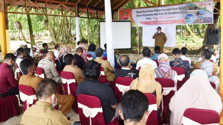 Wawako Mardison Mahyuddin, memberikan sambutan ketika membuka Rakor Dinas Pariwisata Kabupaten/Kota se Sumbar, Selasa (16/3). (Dok : Istimewa)