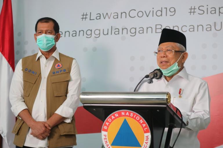 Wakil Presiden RI Ma'ruf Amin bersama kepala BNPB Doni Monardo saat jumpa pers di BNPB Pusat, Senin (23/3). (Foto : Dok. BNPB Pusat)