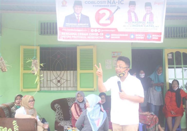 Indra Catri saat kunjungi masyarakat Desa Palak Aneh, Kecamatan Pariaman Selatan, Kota Pariaman, Senin (2/11). (Dok : Istimewa)
