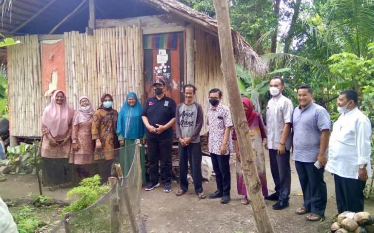 Wako Pariaman, Mardison Mahyuddin saat damping tim verifikasi Kemensos untuk program RTLH, Sabtu (28/8). (Dok : Istimewa)