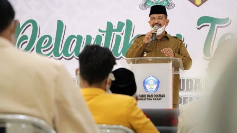 Wakil Wali Kota Pariaman, Mardison Mahyuddin beri sambutan saat pelantikan PDPM dan PDIPM Kota Pariaman, Senin (12/4). (Dok : Istimewa)