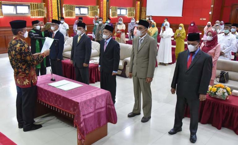 Wali Kota Pariaman, Genius Umar melantik pengurus Baznaz Pariaman yang baru untuk periode 2021-2026, Kamis sore (27/5). (Dok : Istimewa)