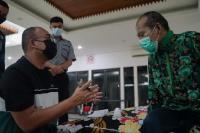 Andre Rosiade Fasilitasi Kepulangan Ujang ke Padang