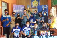 Asuransi Astra Bagikan Ratusan Masker Transparan