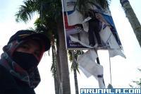 Bawaslu Padang Bongkar Ribuan APK Paslon