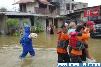 Dampak Banjir di Padang, Tim SAR Gabungan Evakuasi Sembilan Warga