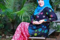Dewi, Hasilkan Kreasi Batik Bermotif Virus Corona