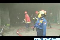 Dua Toko Terbakar di Koppas Plaza Padang