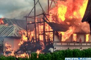 Dua Unit Rumah Gadang  Di Agam Terbakar