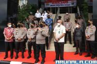 HTT Serahkan Ribuan Paket Sembako melalui Polda Sumbar