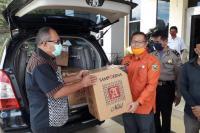 Is Prima Nanda Serahkan Paket APD ke Pemkab Solok