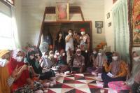 Kesantunan Indra Catri Dikagumi Emak-emak di Pasaman