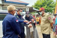 Lisda Serahkan Bantuan bagi Korban Banjir Bayang