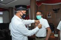 Pemko Padang Anugerahi Gubernur Sumbar